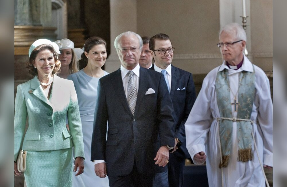 (FromL) Queen Silvia of Sweden, Crown Princess Victoria, King Carl Gustaf of Sweden, Mr Daniel Westling and First Chaplain Lars-Goran Lonnermark arrive at the reading of the banns of marriage between Crown Princess Victoria and Mr Daniel Westling on May 3