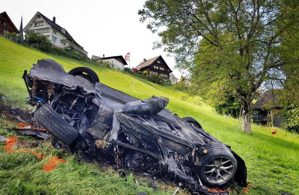 """Endine """"Top Geari"""" saatejuht Richard Hammond tegi superautoga raske avarii ja toimetati kopteriga haiglasse"""