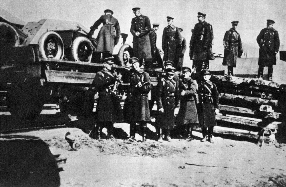 """Siis, kui Eesti sõjavägi paisati punavormis rindele: Katkend raamatust """"Eesti sõduri murepäevad"""""""
