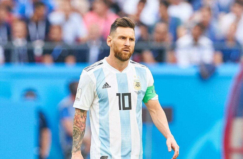 VIDEO | Lionel Messi valmistub uueks hooajaks koos oma koeraga