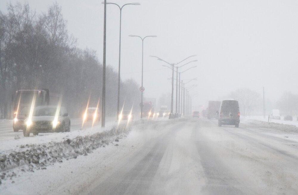 Maanteeamet manitseb: liigelge ettevaatlikult, teed on libedad