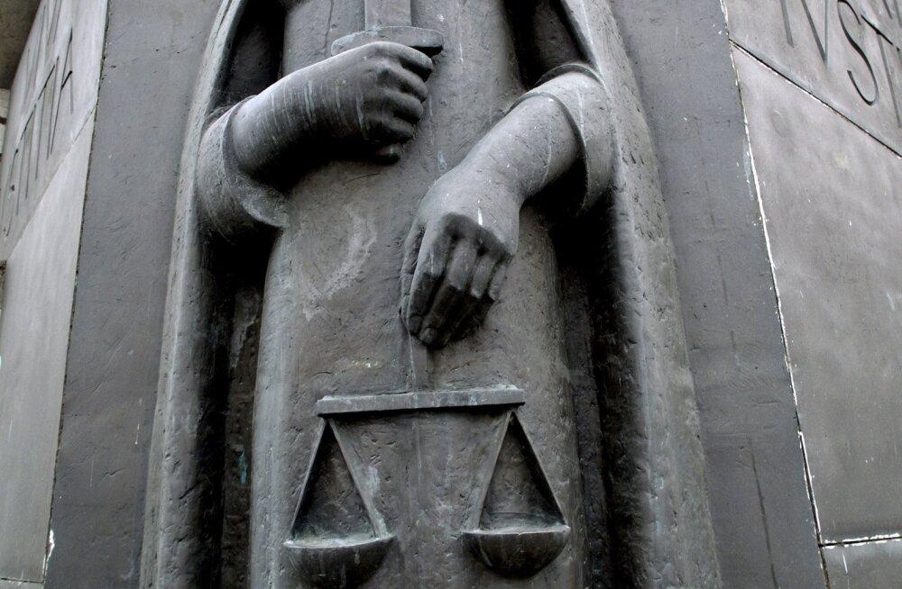 ÕIGUSEMÕISTJA BARELJEEF LINNAKOHTU SEINAL LIIVALAIA TÄNAVAL-KOHT