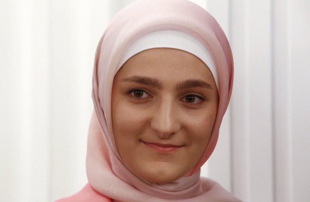 BBC: Ramzan Kadõrovi tütar avas Groznõis erootilise naistepesu poe