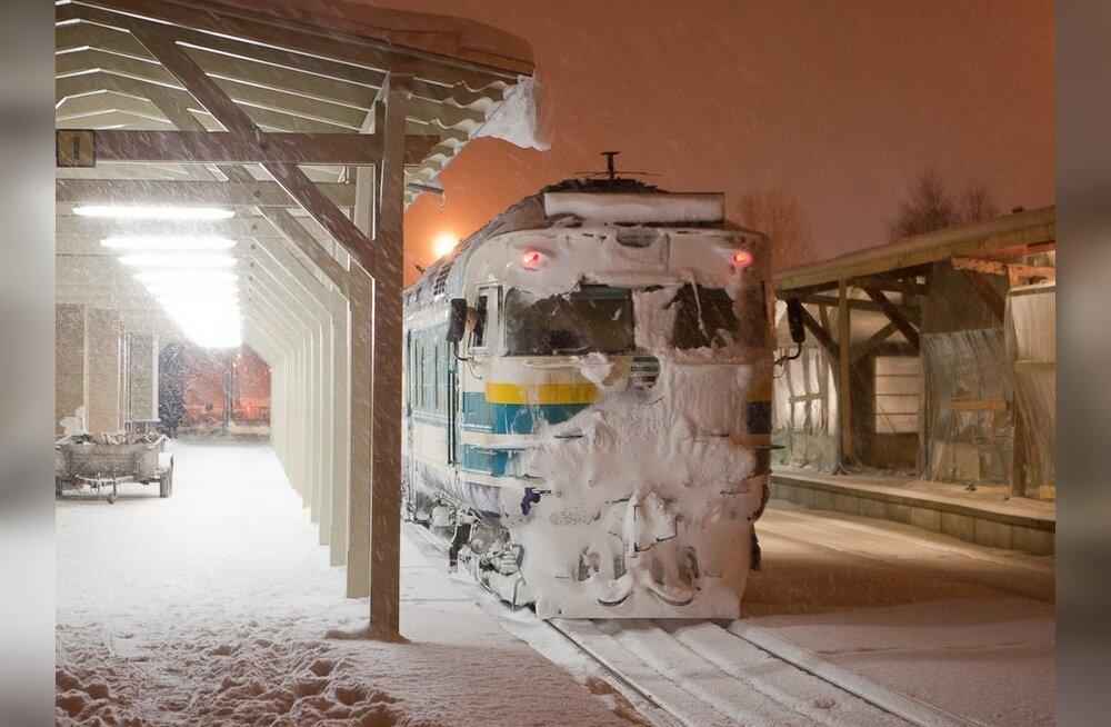 Rong murrab läbi tuisust, ent jääb toppama jäätunud pöörangutehnika tõttu
