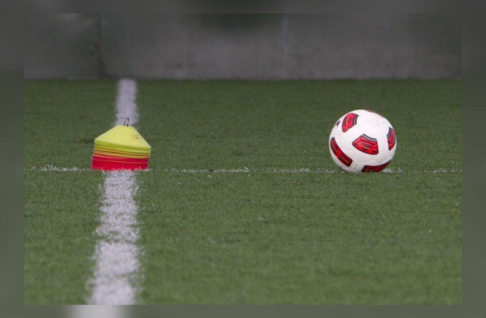 Jalgpall, mänguvahendid ootavad