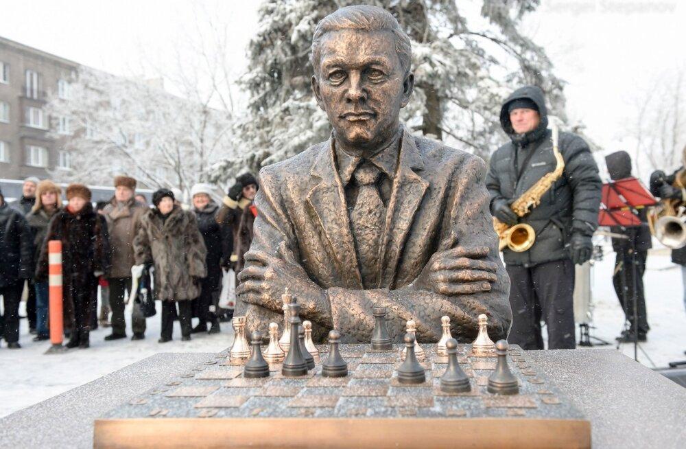 Paul Kerese monument Narvas