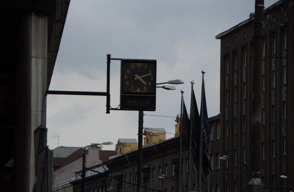 Danske Bank продает офисное здание в центре Таллинна с известными часами и вертолетной площадкой