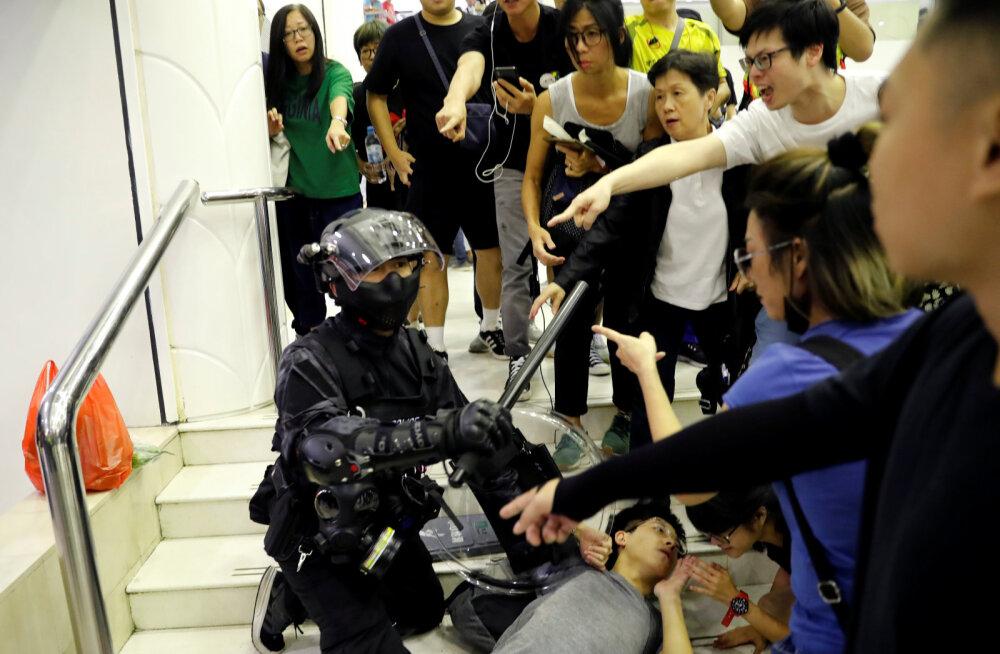 Hongkongi kaubanduskeskuses pussitati vähemalt nelja inimest