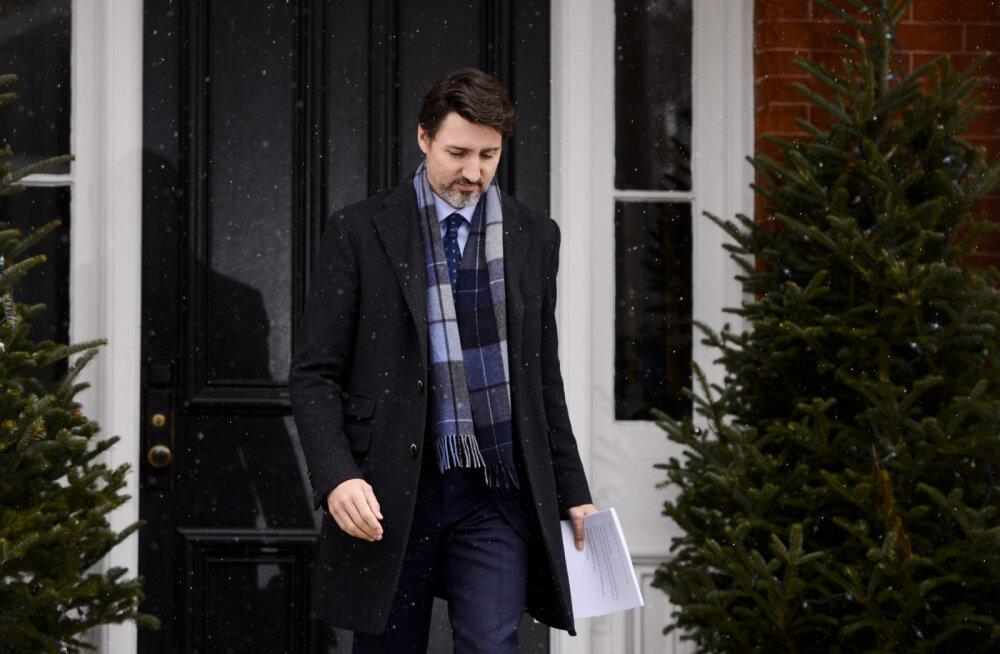 """Премьер-министр на """"удаленке"""". Как Джастин Трюдо управляет Канадой из дома и сидит в одиночку с тремя детьми"""