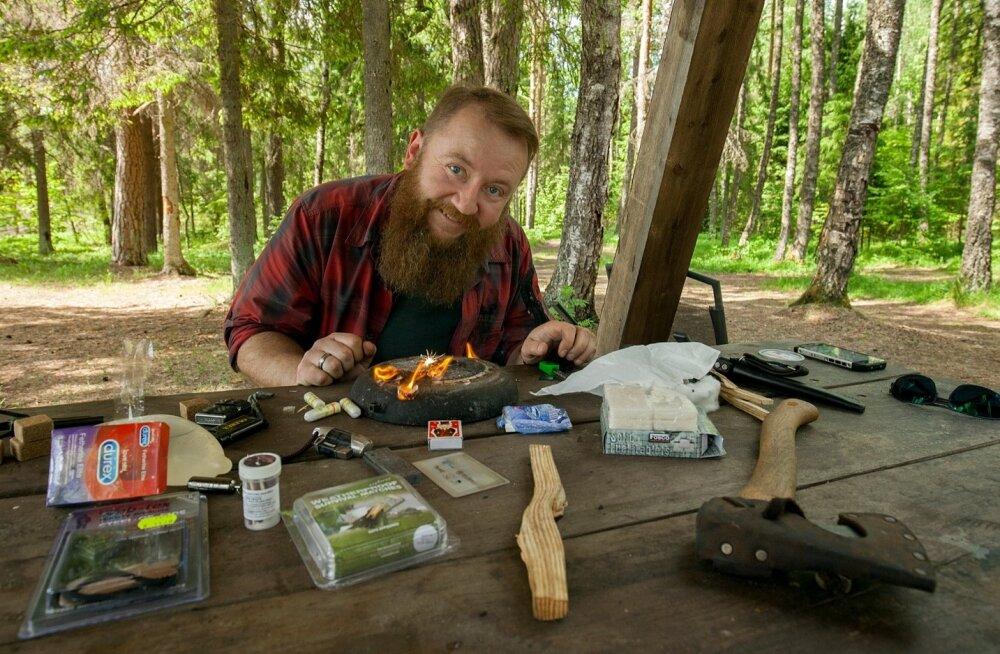 Laual on mitmesuguseid esemeid, millest mõned panevad üllatuma. Loodusemees ja koolitaja Tõnu Jürgenson ütleb, et tikud on tulesüütamisel ühed ebakindlamad.