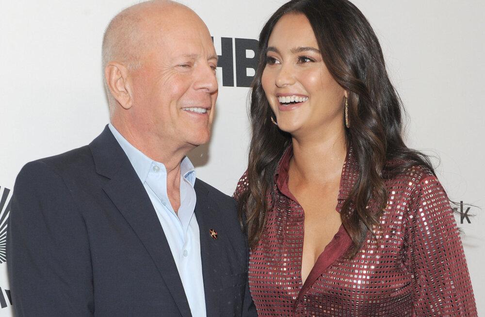 VIDEO | Kärgpere musternäidis! Vaata, kuidas Bruce Willis abikaasa ja endise kallimaga karantiinis aega veedab