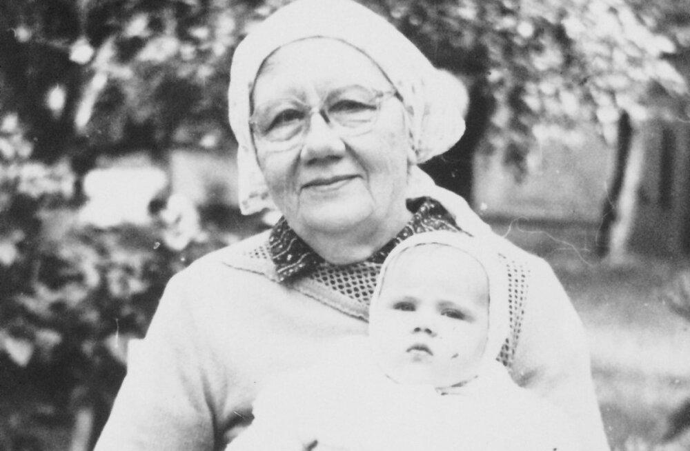 Anne-Mai 1989. aastal vanaema süles