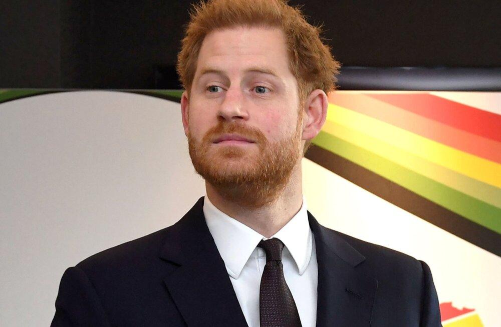 VÕRDLE | Isegi kroonitud pead käivad ilukliinikus! Prints Harry lasi kohendada oma välimust