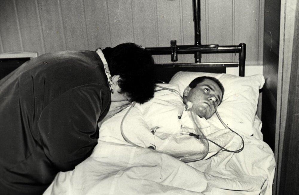 Täies elujõus noorel mehel Ruslan Kirillovil tekkis 1996. aastal arsti vea tõttu ajukahjustus. Tema ema tõi arstide ravivigade teema esimesena avalikkuse ette ja võitles kohtus välja hüvitise.