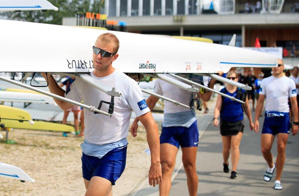 Eesti tippsõudjad eesotsas Kaspar Taimsooga saavad taas oma paremad paadid veele viia. Viimased 2,5 kuud olid paadid Itaalias kinni, kuid lõpuks õnnestus need siiski Pärnusse transportida.