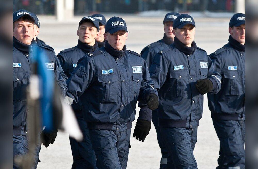 """Politsei soovitab: ära laula ülemeelikus tujus tänaval Koit Toome """"Mälestusi"""""""