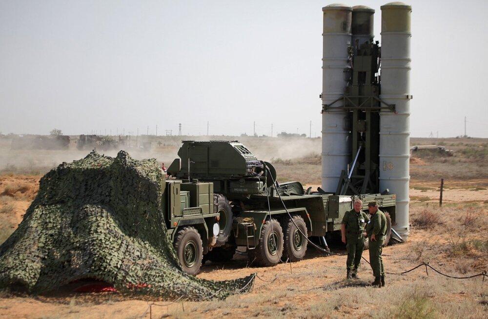 Venemaa paigutab Süüria lennubaasi õhutõrjesüsteemi S-400