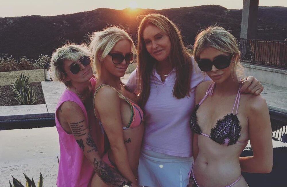 FOTOD | Caitlyn Jenner pani endast 46 aastat noorema sekspommiga leivad ühte kappi
