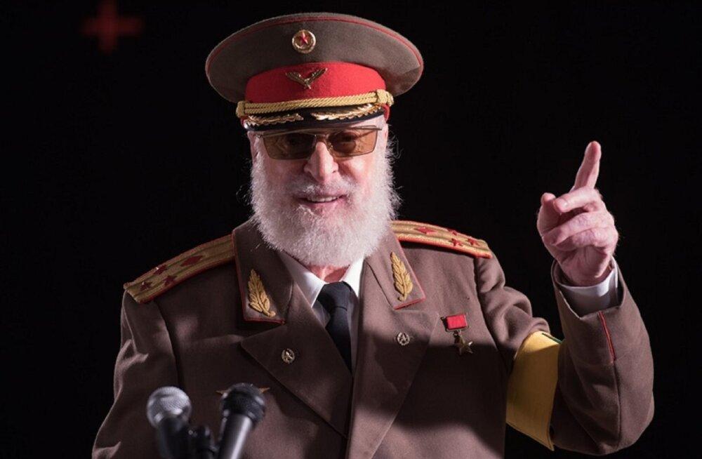 "ARVUSTUS | Muhe, kergelt musta huumoriga vürtsitatud komöödia ""Kallis diktaator"""