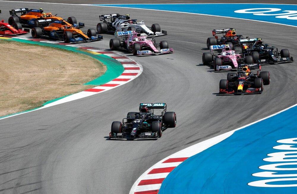 Lewis Hamilton sõitis teistel kohe eest ära.