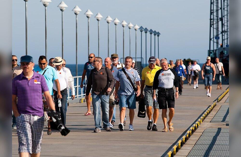 Õnnelikku Eestisse pääseb 41 tuntud inimese allkirja toel