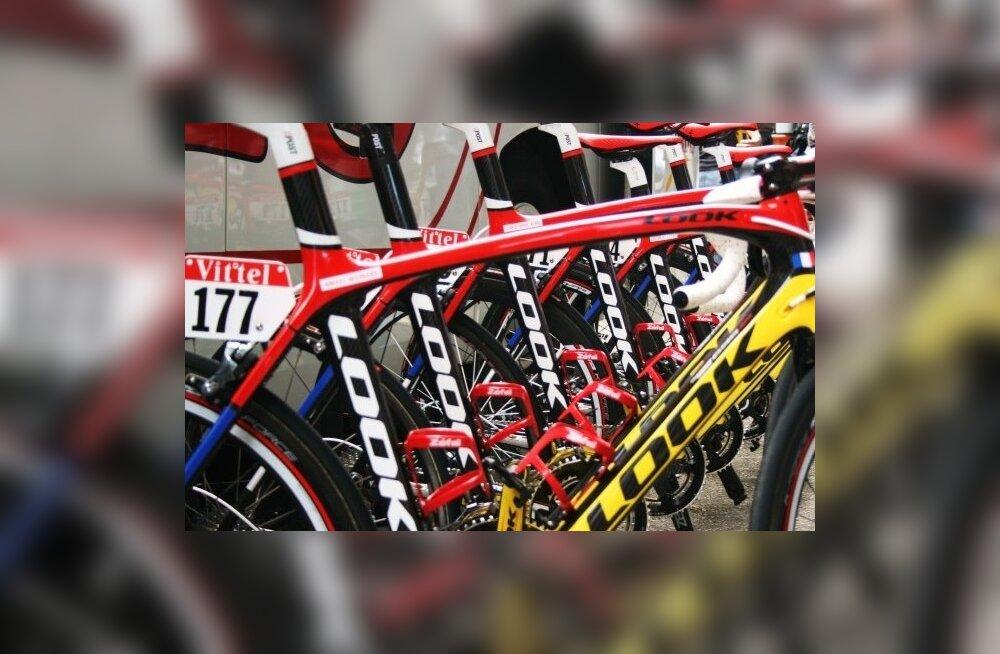 Cofidise Bastille päeva unikaalse värvikombinatsiooniga jalgrattad