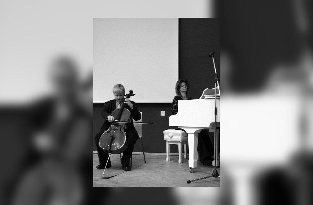 Ülenurme Muusikakool uues kuues ehk nööbi külge õmmeldud kuub