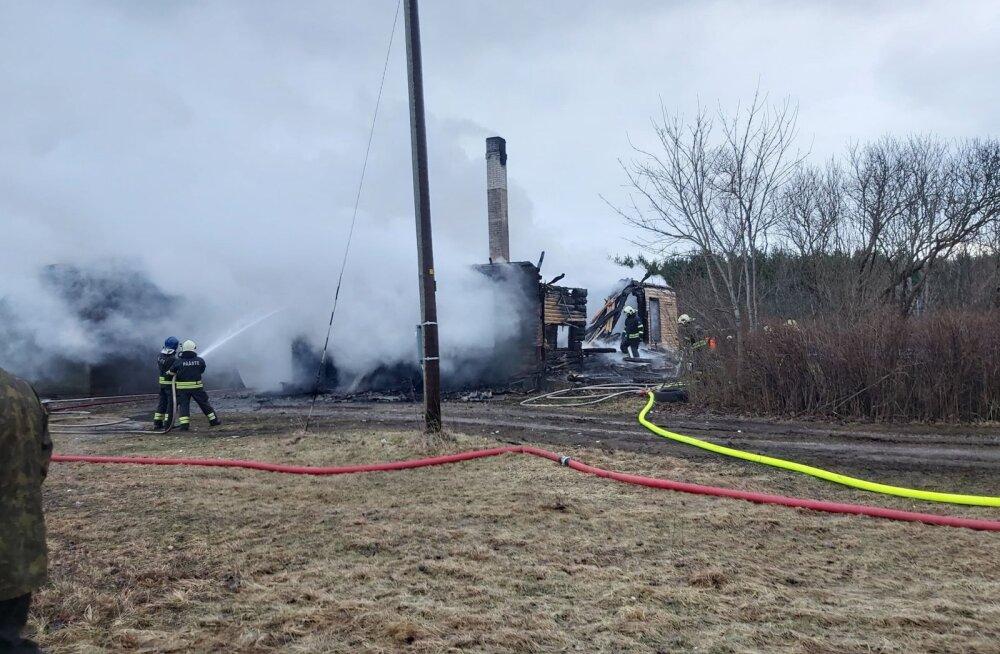 Пожар оставил большую семью без дома и имущества. Требуется помощь!