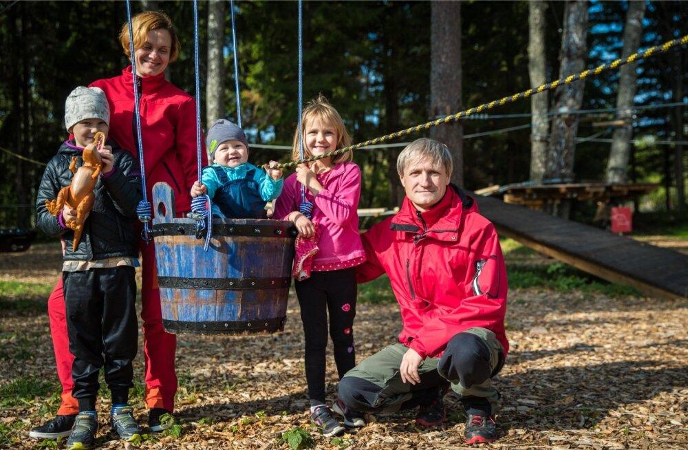 Kogu perekond koos: vasakult Pärtel, Triin, Rudolf, Kärt ja Mihkel