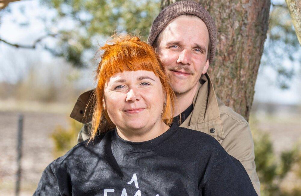 TAAVI JA KATRIN TÕNISSON on omandanud näitleja kutse Viljandi kultuurikolledžis. Taavi töötab NUKU teatris, Katrin Eesti lastekirjanduse keskuses.