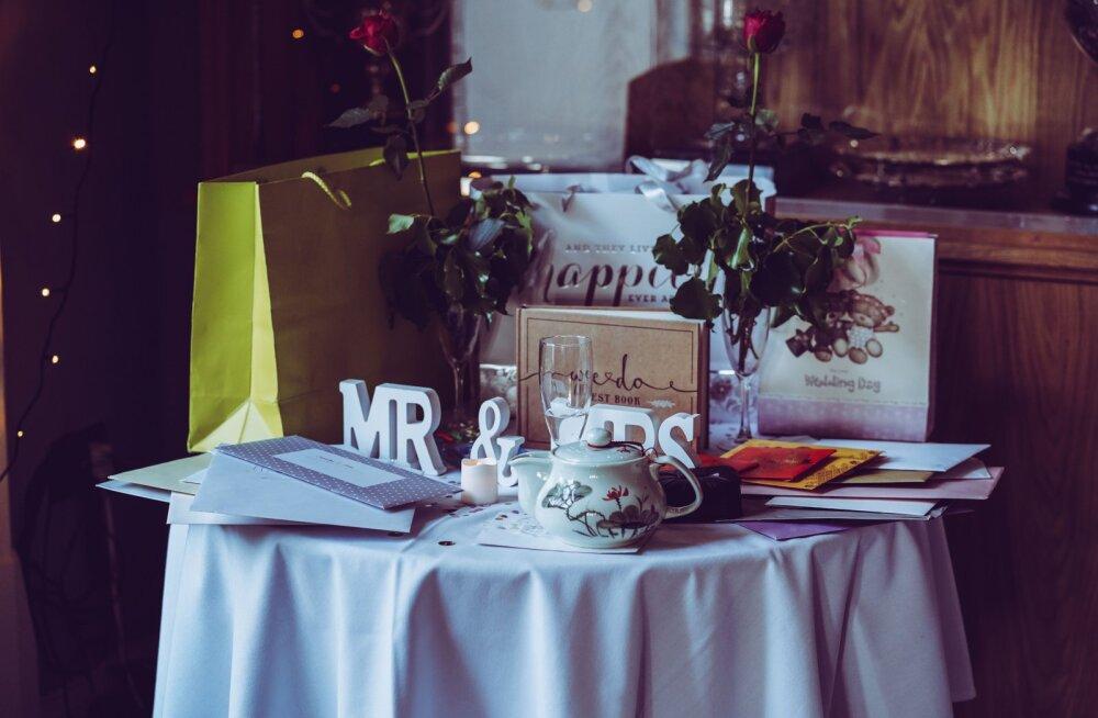 Vastabiellunud paarid avaldavad kõige õudsemad pulmakingid, mida sa neile kohe kindlasti kinkima ei peaks