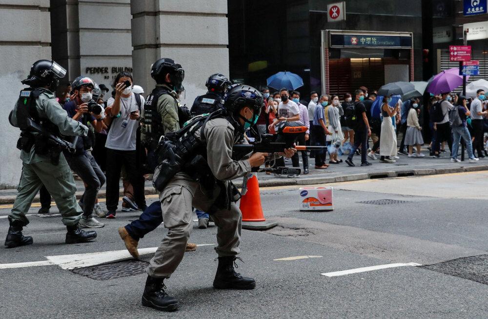 Hongkongis protestiti Hiina hümni solvamise vastase eelnõu vastu, politsei kasutas piprakuule