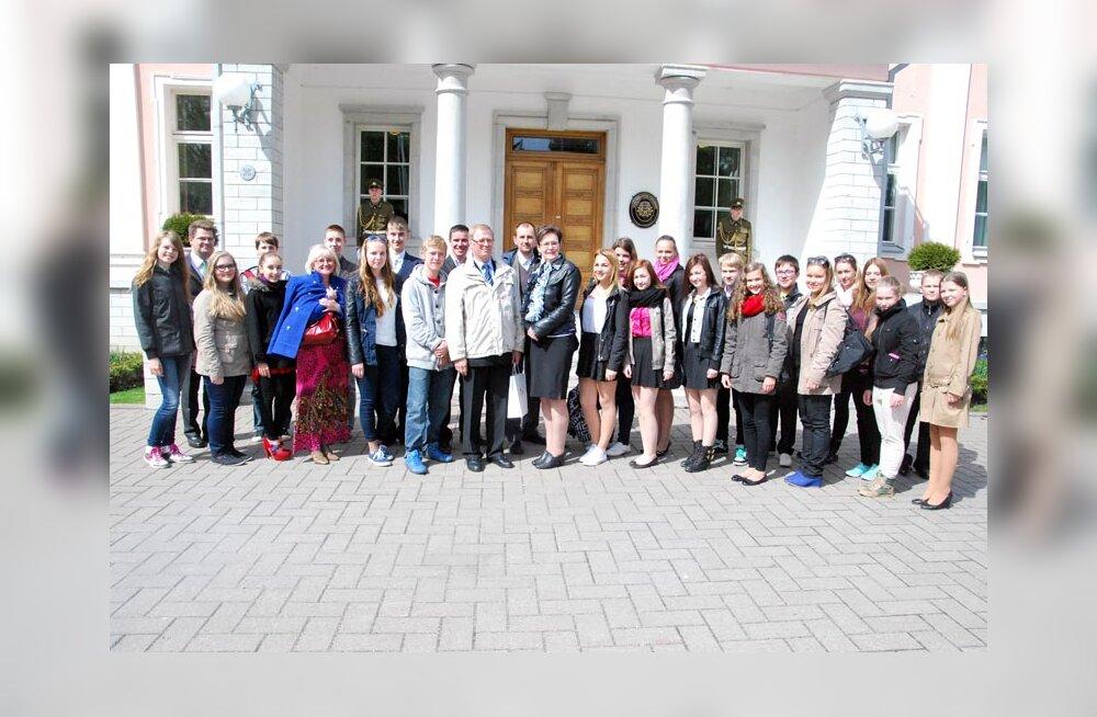 Paikuse ja Sindi kolme koduvärvi austajad külastasid Tallinna 21. Kooli