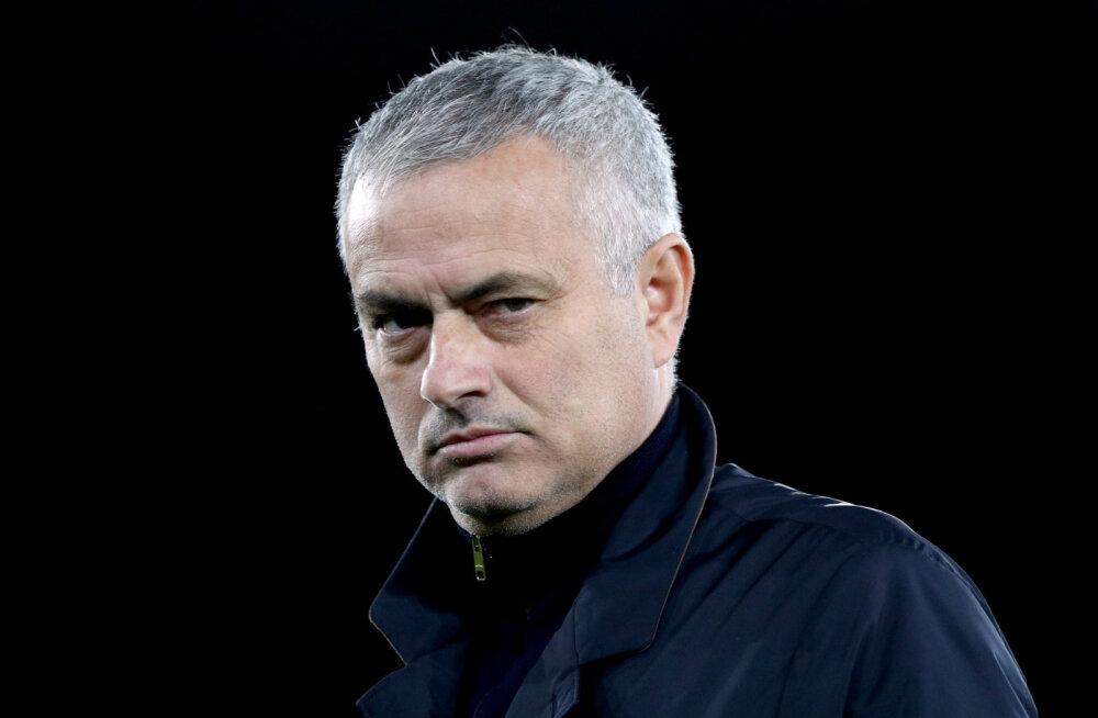Jose Mourinho kaitses oma mängustiili ning avaldas, et on juba kolmest tööpakkumisest loobunud