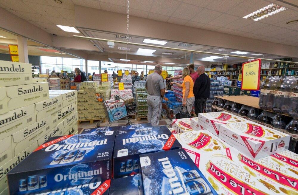GRAAFIK | Alkoholi müük Läti piiril on kasvanud kordades