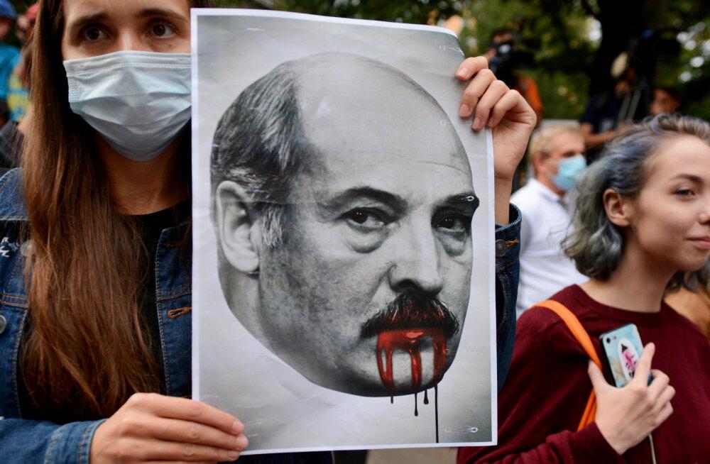 Борьба диктатора Лукашенко: угрозы бастующим рабочим завода и изнасилования в тюрьмах