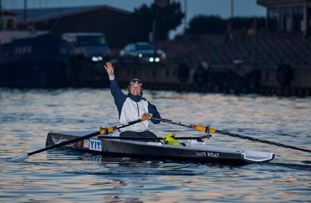 Tatjana Jaanson stardib Pirita jahisadamast teele sõudepaadiga üle Soome lahe Helsingisse