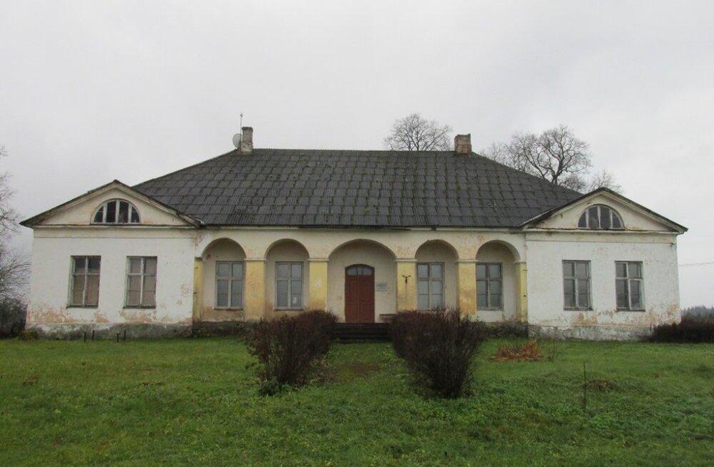 Одна из лучше всего сохранившихся больших почтовых станций в Эстонии