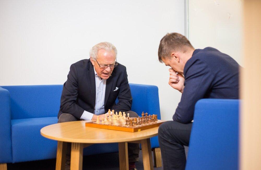 Regional Jeti juht Jan Palmer (vasakul) ja endine Nordica juht Hannes Saarpuu Nordica kontoris