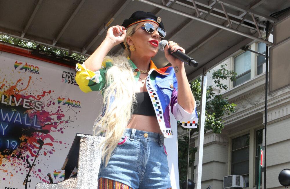 KLÕPS | Lady Gaga üllatab rahvast New Yorki geiparaadil eriti julge riietusega