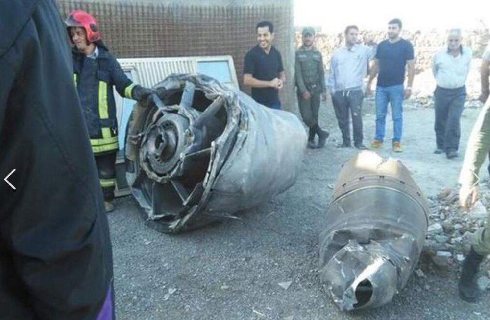 Reisilennukil kukkus õhus küljest osa mootorist