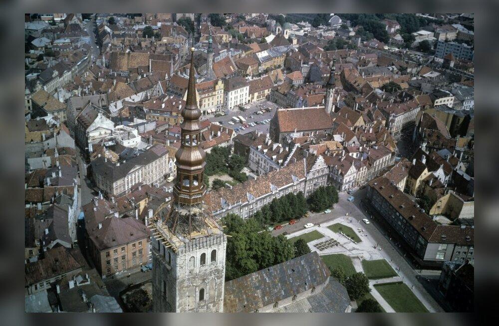 """Fotonäitus """"Linnaharmoonia"""" tutvustab eelmiste sajandite Tallinna"""
