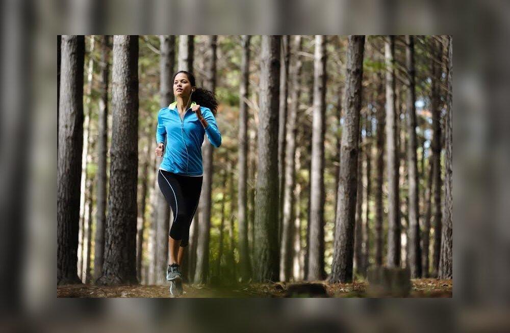 Kaunis naisjooksja