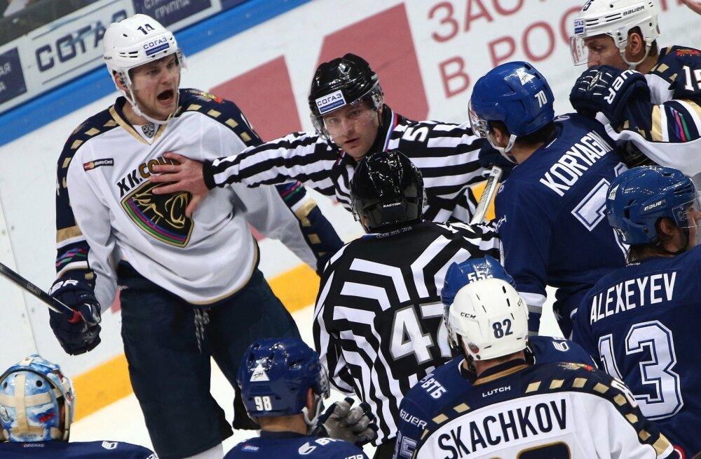Max Wärn (vasakul) HC Sotši värvides