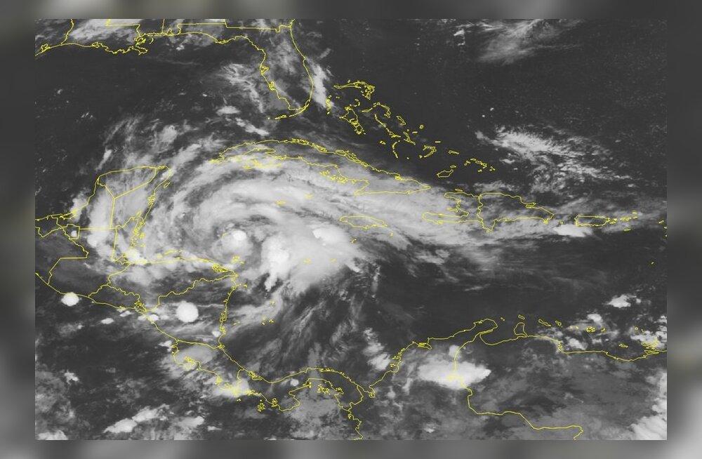 Kariibi merel möllav Ernesto tugevnes orkaaniks
