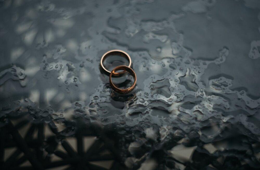 Tunned, et abielu hakkab karile jooksma? Kõik ei ole veel läbi, äkki kaalud suhtenõustaja juurde minekut?