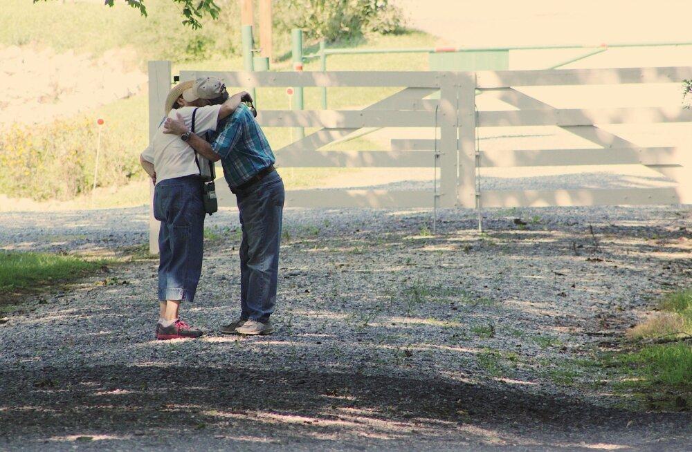 Мать бросила брата и сестру в младенчестве, но через 50 лет они нашли друг друга