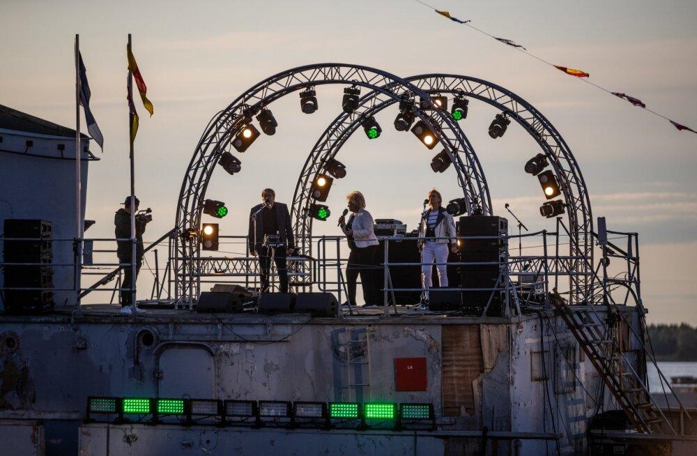 Anne Veski kontsert Noblessneri sadama akvatooriumisse ankurdatud endisel miinitraaleril M311