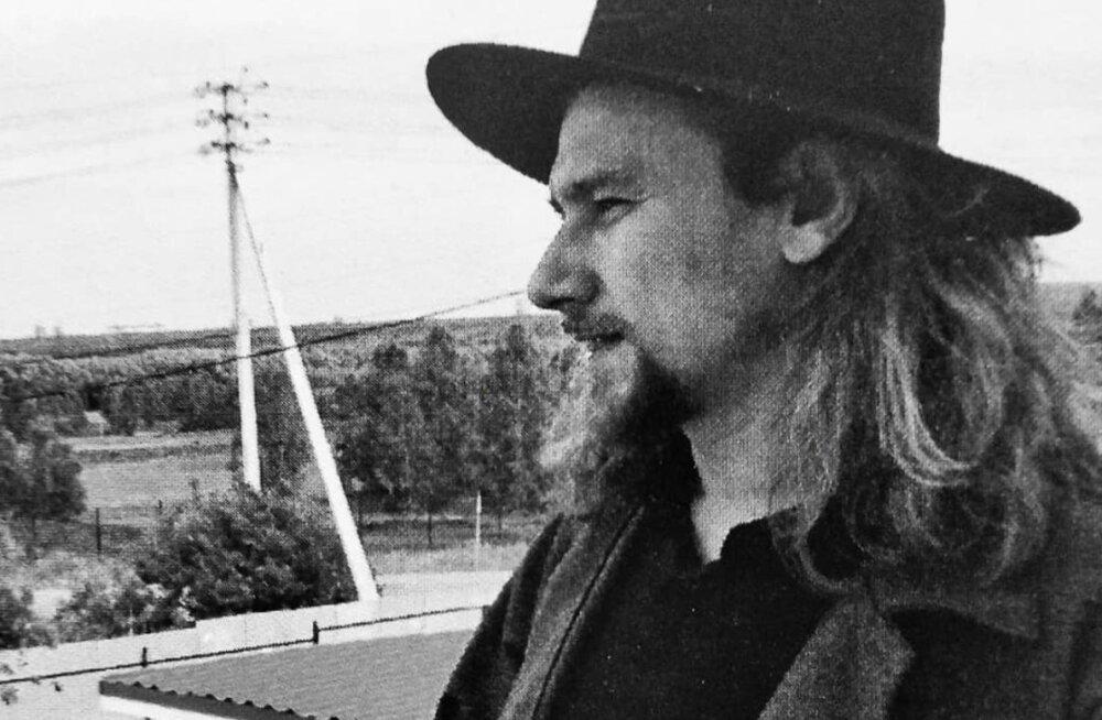 """Проект """"Изолента"""": актер Русского театра Эдуард Теэ сегодня читает стихи"""