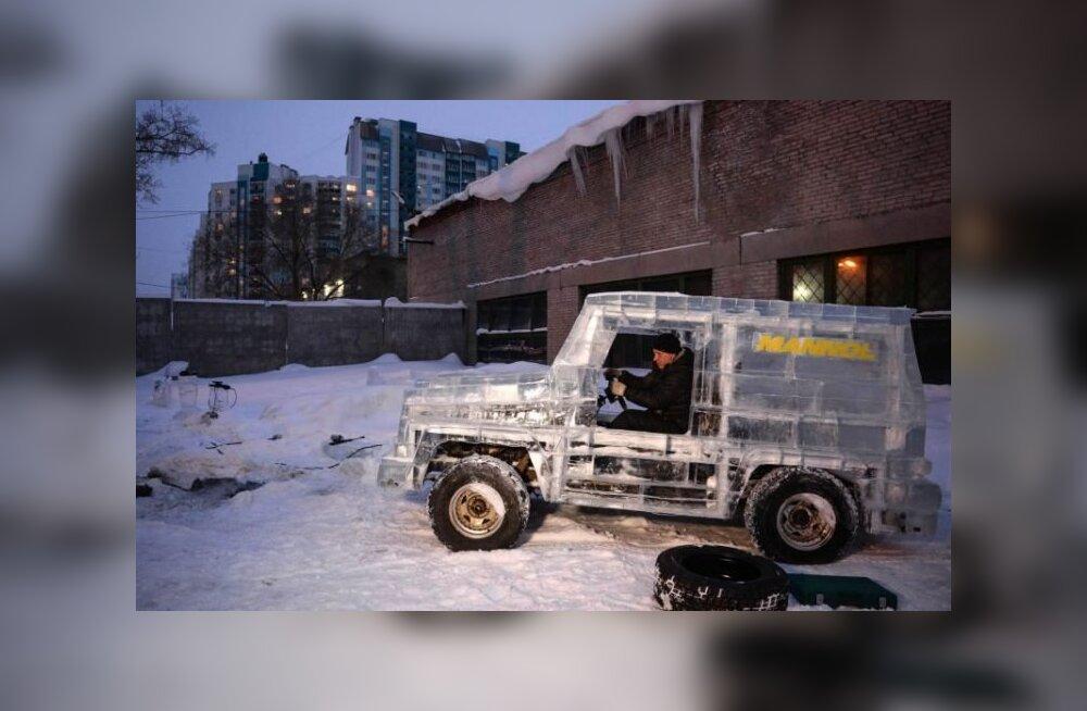 VIDEOD | Vene autofänn sõidab ringi jääst tehtud Mercedese G-klassi maasturiga
